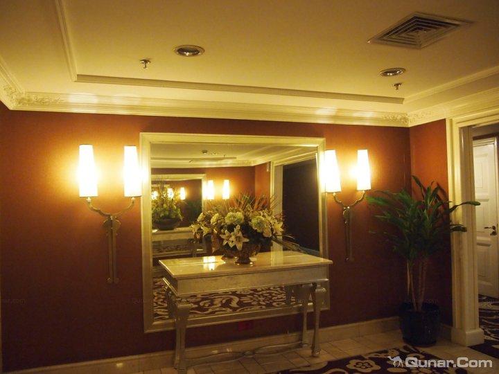 整个酒店是防欧式的建筑格调,可是比起上海大酒店或者深圳的那些仿欧