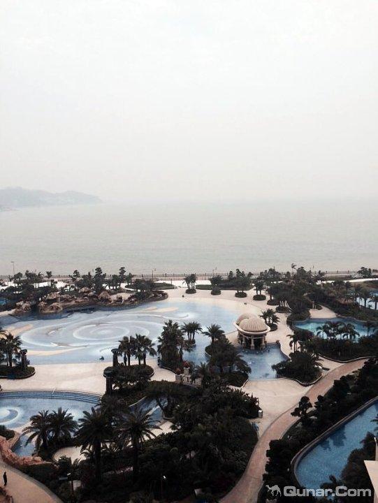 交通:深圳直接坐船到珠海,票价100块,1个小时就到了珠海,珠海市区有