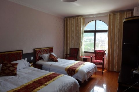 茂县羌寨缘假日酒店