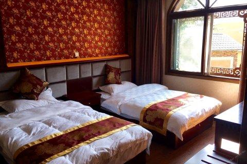 茂县尓家官寨酒店