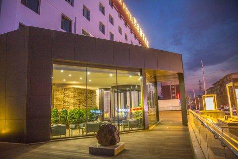 名人羽吉藏茶酒店(长春会展中心店)