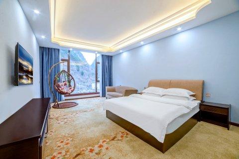 理县盘羊湖酒店