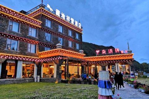 康定藏地祥雪酒店