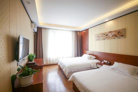 海螺沟金樽大酒店