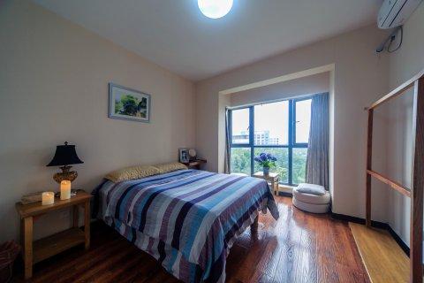 重庆财富中心国际公寓阳光充足的大床房