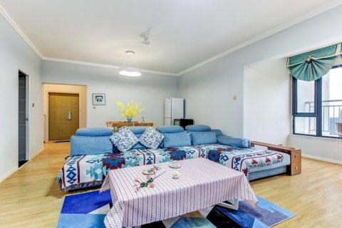 成都公园里蓝色北欧极简风格的家公寓